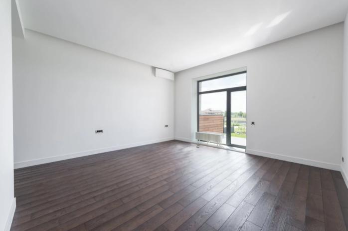 clean floors in bedroom