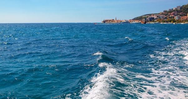 ocean waves, sail trip