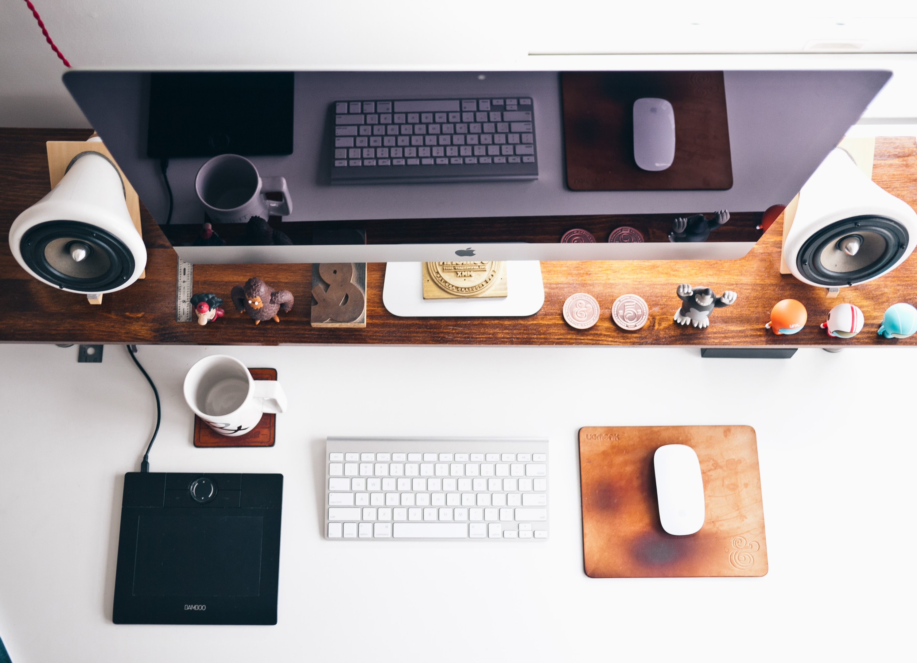 A workspace that portrays cutting-edge software engineering technology