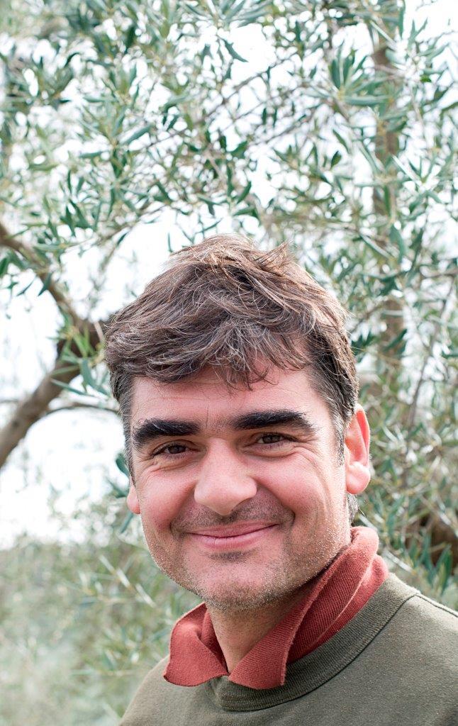 Ejer af den økologiske produktion af Kalamata oliven