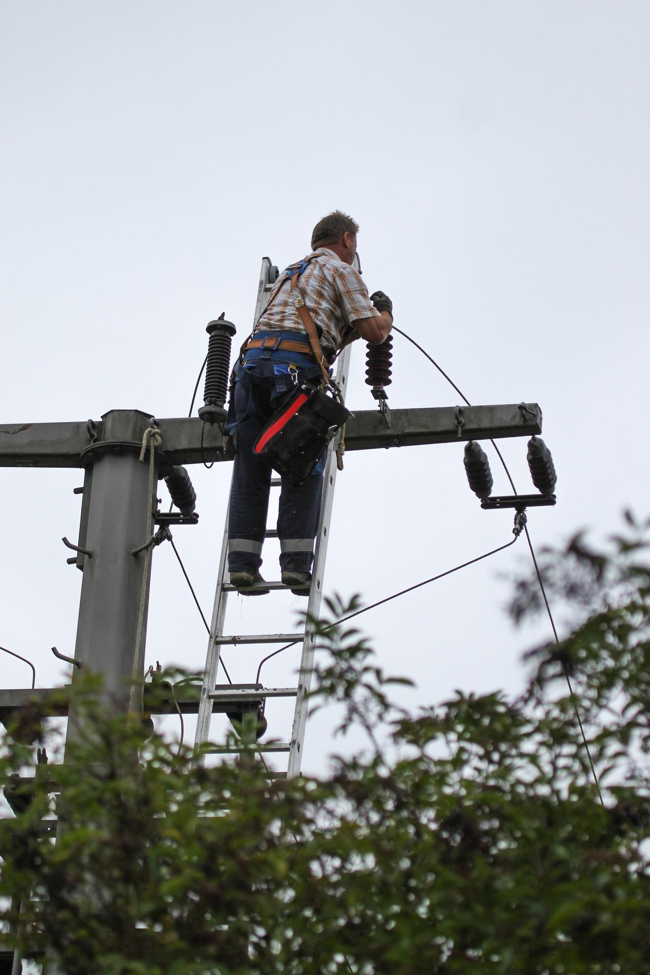 Porażenie prądem pierwsza pomoc, prąd elektryczny